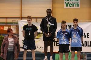 Valentin JUAN et Brieuc BLANCHET 3èmes sur le podium Juniors des Championnats 35 2015.